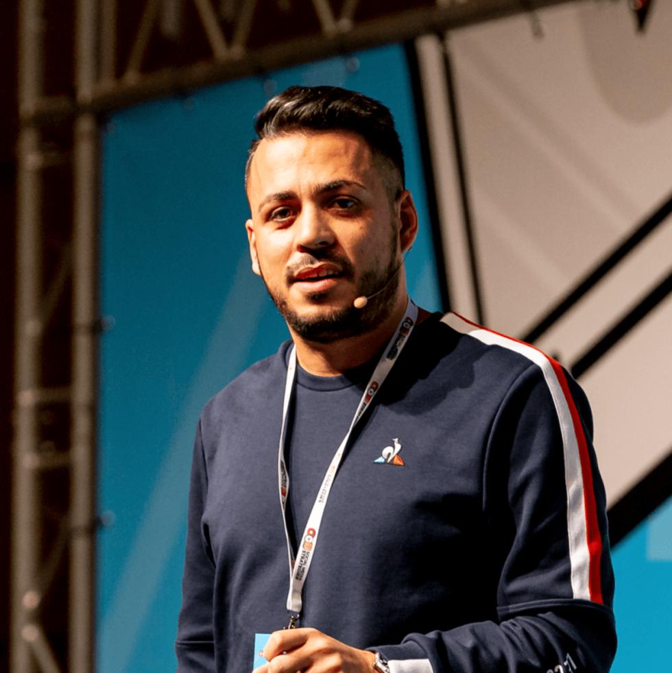 Image of Alessandro Frangioni giving a speech