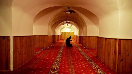 مسجد ييرالتي  المبني تحت الأرض  yeraltı camii Karaköy Yeraltı Camii